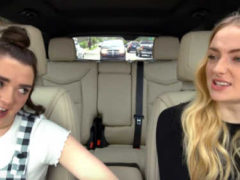 Санса и Арья спели песни в стиле Игры Престолов
